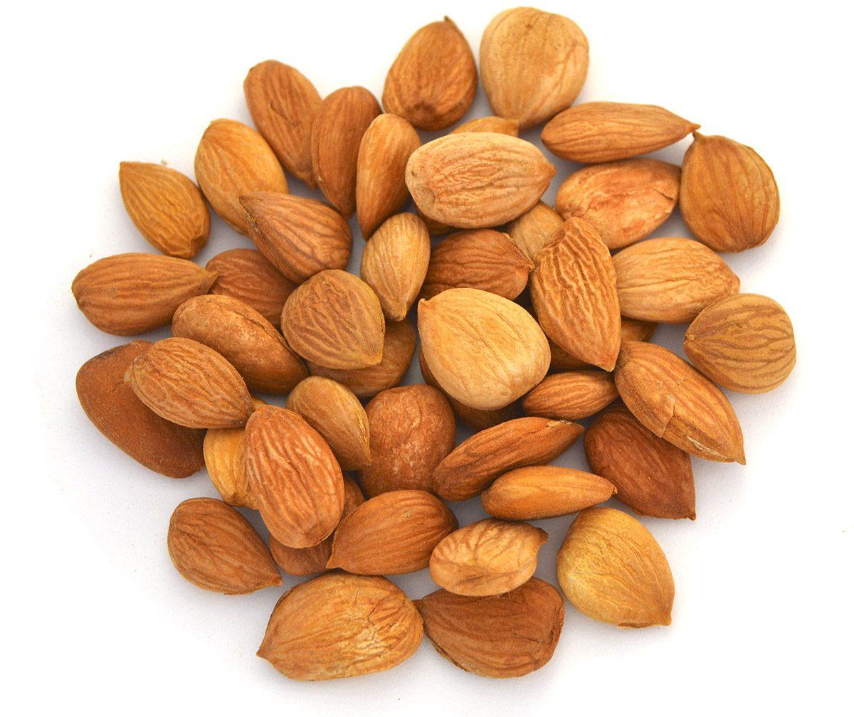 Как принимать правильно абрикосовые косточки от рака, чтобы получить максимальную пользу: ядрышки употребляют минимальным количеством на протяжении дня.